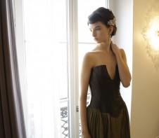 paris 屋内 カーキドレス